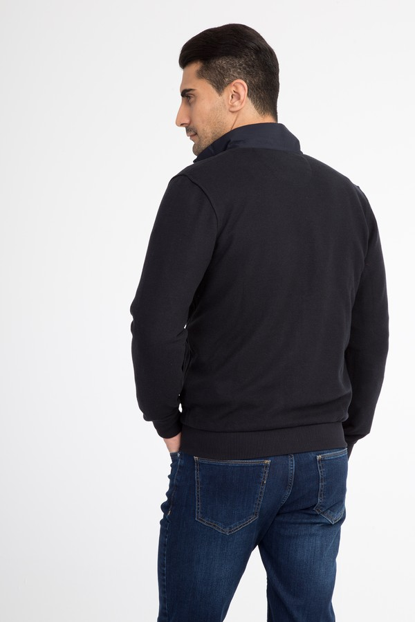 Dik Yaka Fermuarlı Sweatshirt
