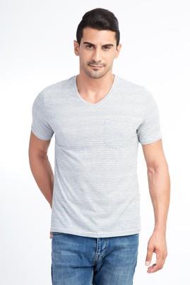 V Yaka Çizgili Regular Fit Tişört